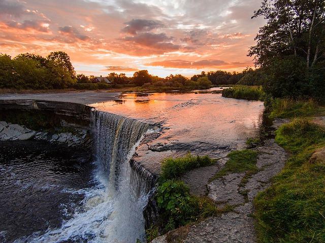 Traumhafter Sonnenuntergang an den Iguazu Wasserfällen